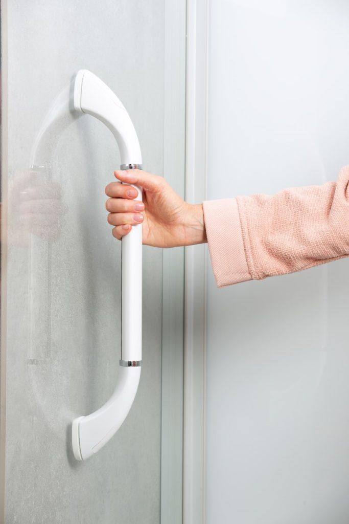 ergonomischer Handlauf in der Dusche